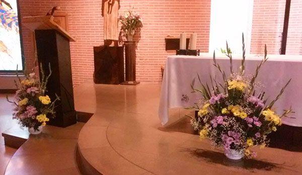 centro-iglesia-altar